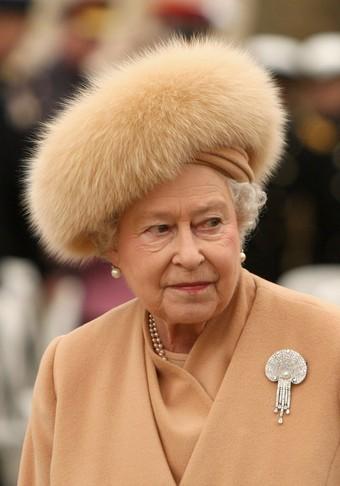 inauguration d 39 un m morial en hommage la reine m re d 39 angleterre noblesse royaut s. Black Bedroom Furniture Sets. Home Design Ideas