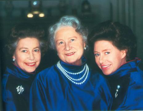 archives queen mum et ses filles noblesse royaut s. Black Bedroom Furniture Sets. Home Design Ideas