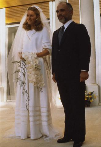 Portrait noor de jordanie noblesse royaut s for Elle king s wedding dress