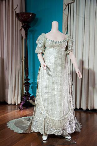 f4acd3620f8 Exposition des robes de mariées de la famille royale britannique ...