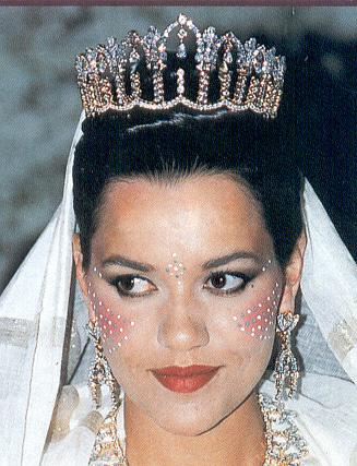 A l\u0027occasion de son mariage avec le docteur Khalid Benharbit le 8 septembre  1994 à Fès, la princesse Lalla Hasna du Maroc se vit offrir ce diadème du