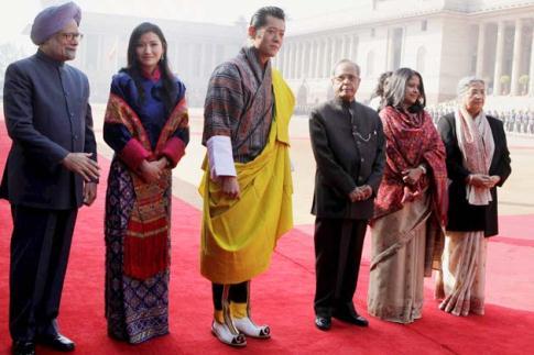 Le roi et la reine du bhoutan à new delhi noblesse & royautés.