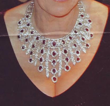 collier femme moche
