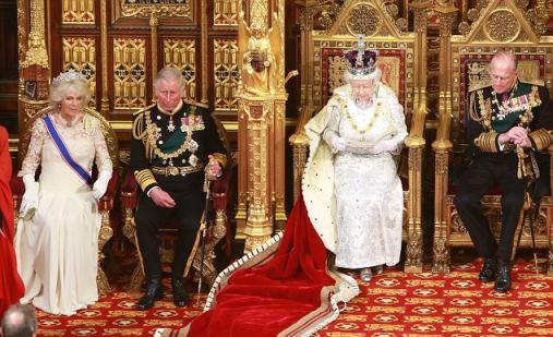 la reine elizabeth l 39 ouverture du parlement noblesse royaut s. Black Bedroom Furniture Sets. Home Design Ideas