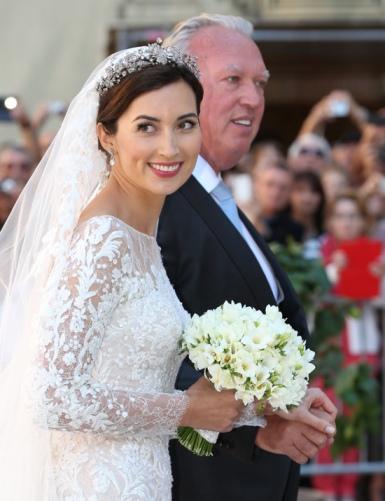 Pour son mariage religieux avec le prince Félix de Luxembourg, Claire  Lademacher avait confié la réalisation de sa robe au couturier libanais  Elie Saab.