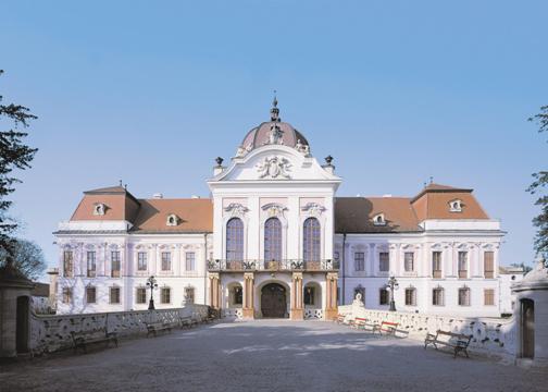 """Résultat de recherche d'images pour """"le château de gödöllö"""""""