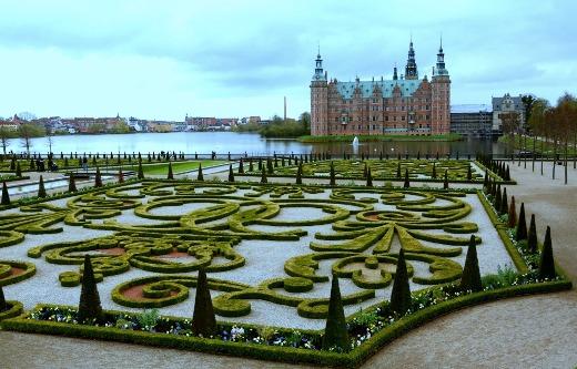 """Résultat de recherche d'images pour """"Le château de Frederiksborg jardin"""""""