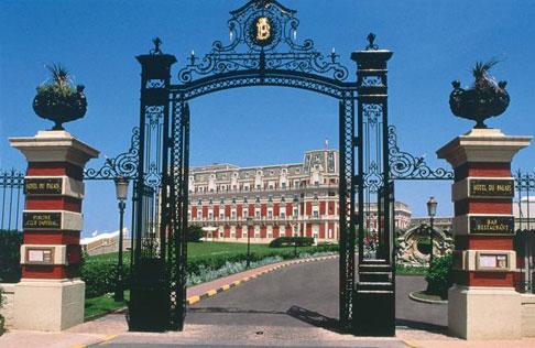 L 39 h tel du palais biarritz noblesse royaut s - Prix chambre hotel du palais biarritz ...