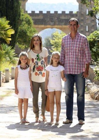La famille royale espagnole en visite bunyola noblesse royaut s - Visiter nantes en famille ...