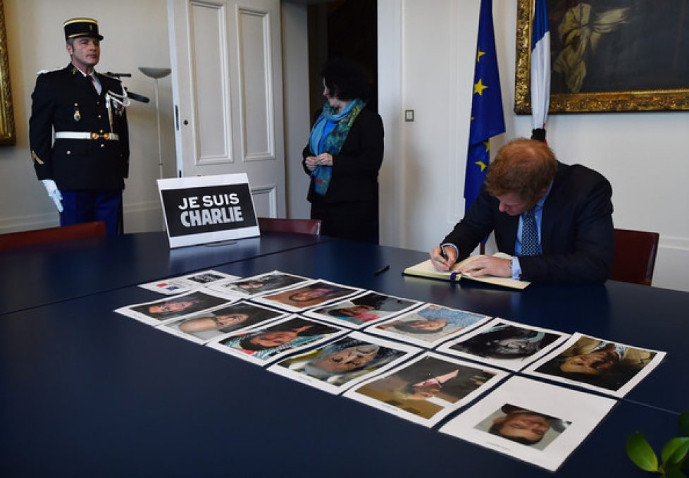 Prince+Harry+signs+book+condolence+French+KsqT6nIjUgnl