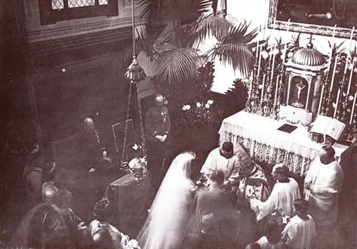 Dans la chapelle 2