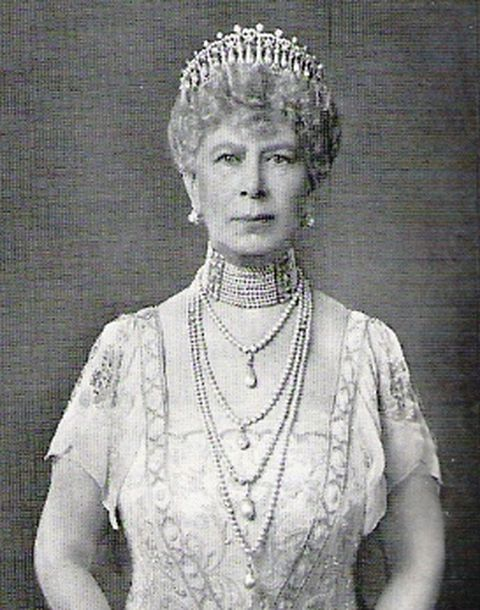 queen-mary-wearing-modified-version-of-lovers-knot-tiara
