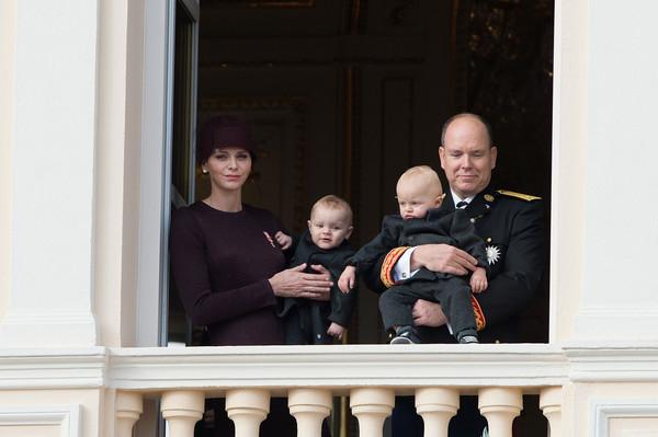 f te nationale monaco tous au balcon noblesse royaut s. Black Bedroom Furniture Sets. Home Design Ideas