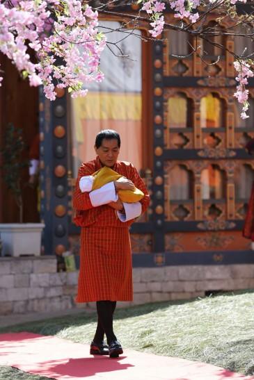 Le roi père du Bhoutan et son petit-fils