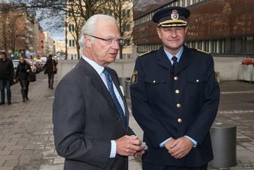 Le roi de Suède au QG de la police