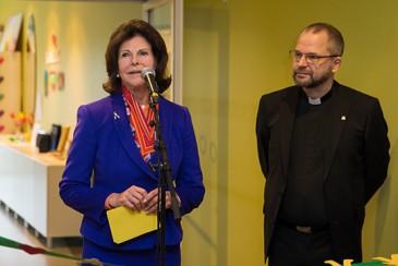 La reine de Suède inaugure une clinique