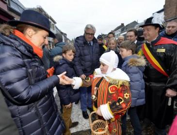 Le prince Laurent en famille au carnaval de Binche
