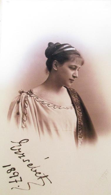 9 Erszebet Karolyi de Nagy-Karolyi, comtesse von Pappeheim vers 18 ans