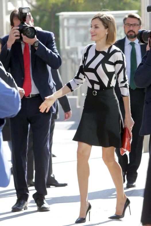 letizia-ortiz-minifalda-hugo-boss-922x1382