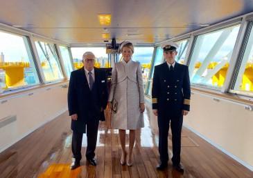La reine Mathilde baptise un navire