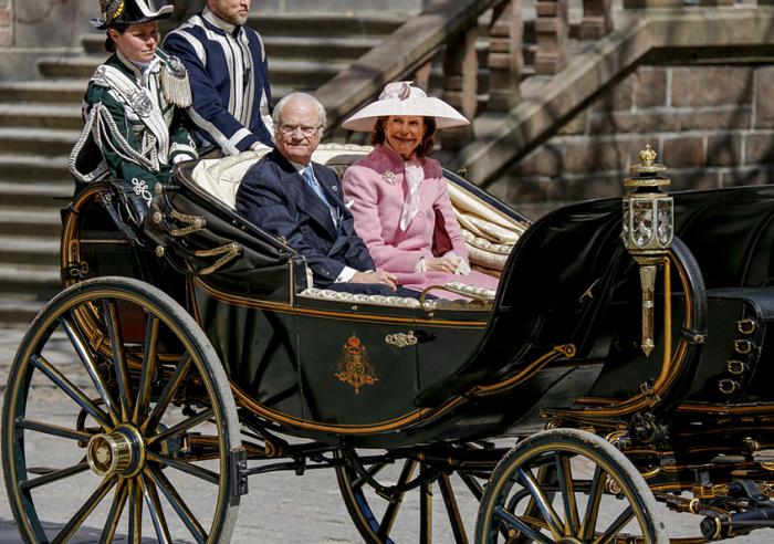 70 ans du roi de Suède : Menu du déjeuner à l'hôtel de ville de Stockholm