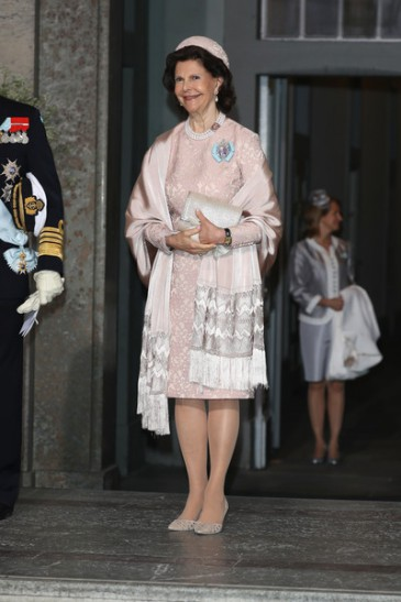 Baptême du prince Oscar de Suède : tenues des dames