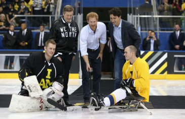 Le prince Harry à un match de hockey à Toronto