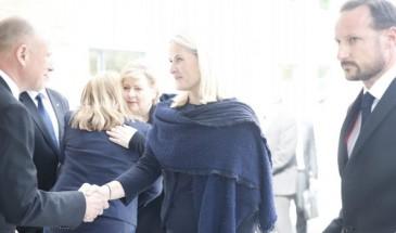 Haakon et Mette-Marit de Norvège : condoléances aux familles des victimes