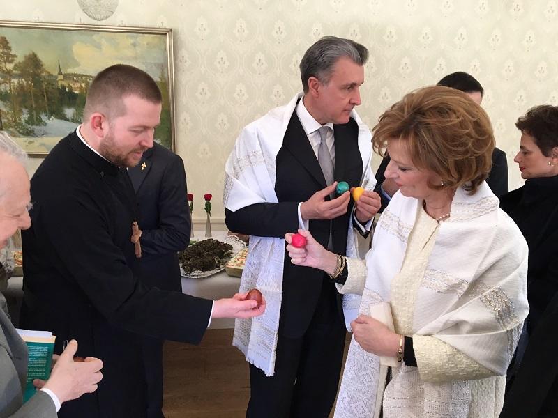 Principesa-Mostenitoare-si-Principele-Radu-a-doua-zi-de-Paste-Centrul-Episcopal-al-Europei-de-Nord-2mai2016-11