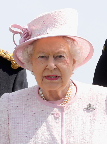 Queen+Celebrates+300+Years+Royal+Artillery+M3MsLkD-aSLl