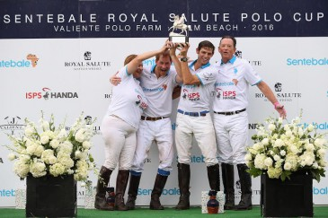 Victoire au polo à Palm Beach du prince Harry