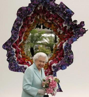 Elizabeth II : profil fleuri