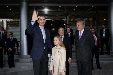 Le roi d'Espagne et l'infante Sofia au football