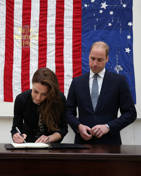 Duke+Duchess+Cambridge+Sign+Book+Condolence+VSHfU4zem3ol