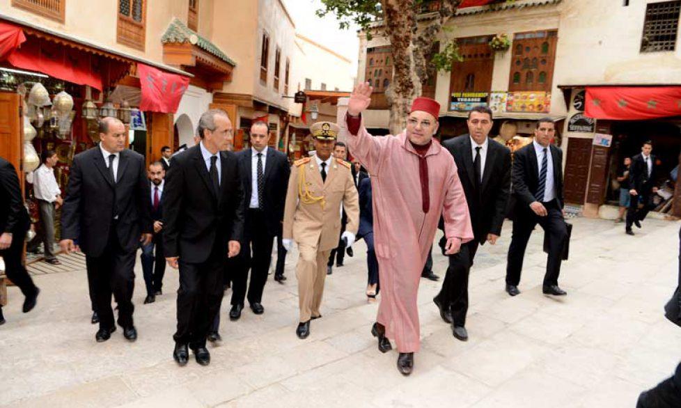 Le roi du Maroc dans la médina de Fès