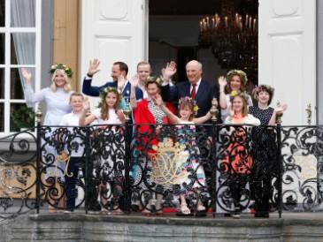 La famille royale de Norvège : soirée à Stifstgarden