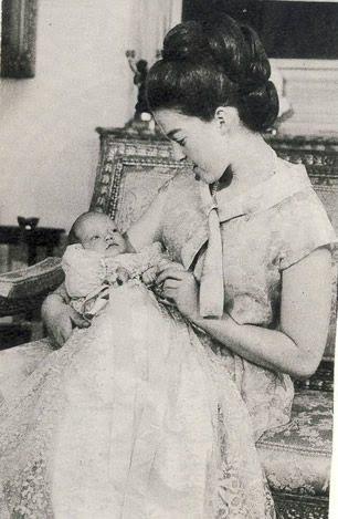 44cc563aa1ca3 A l occasion de son baptême célébré en la chapelle Royale Saint-Louis de  Dreux le 14 juin 1965