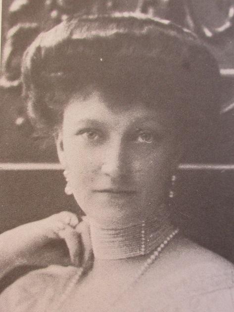 1 Elisabeth-Marie
