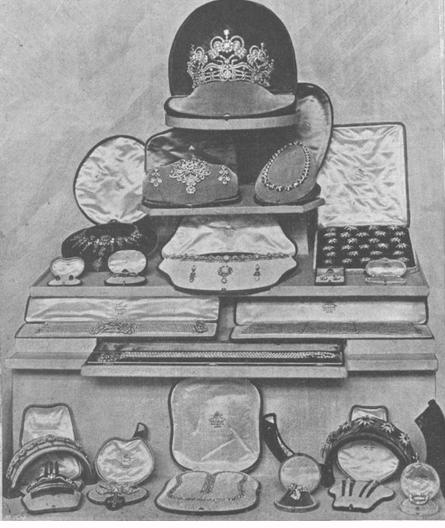 13 Bijoux exposés avec le trousseau
