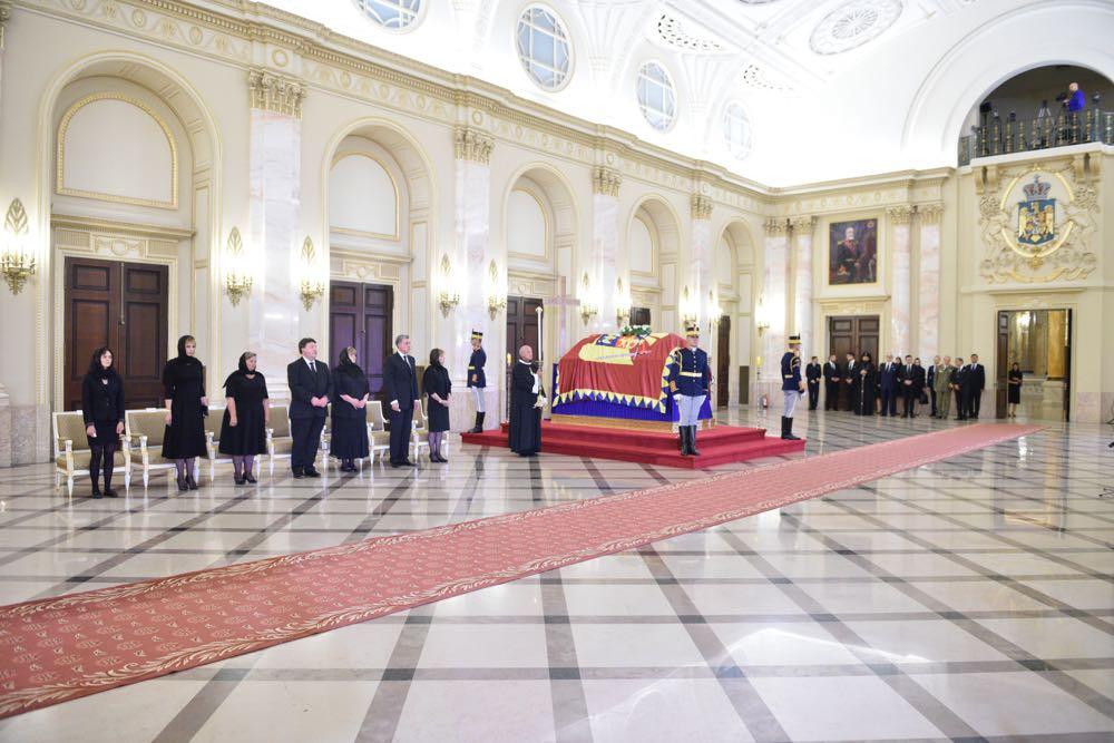 anne de roumanie hommage public au palais royal de bucarest noblesse royaut s. Black Bedroom Furniture Sets. Home Design Ideas