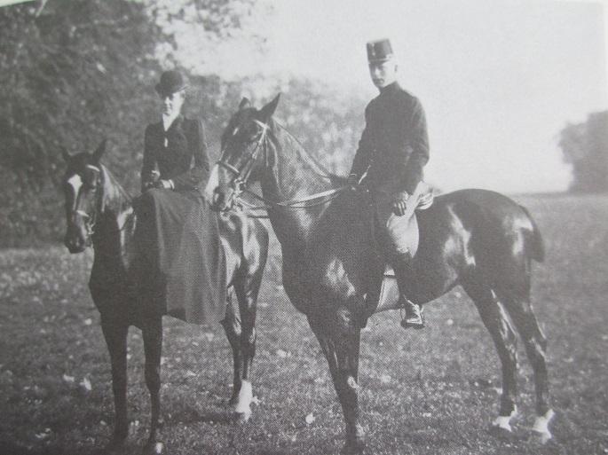 8 A cheval