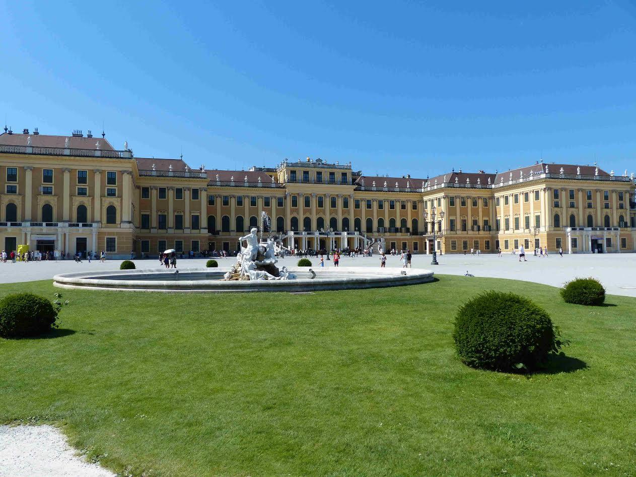 Le palais de sch nbrunn le versailles des habsbourg noblesse royaut s - Residence grand siecle versailles ...