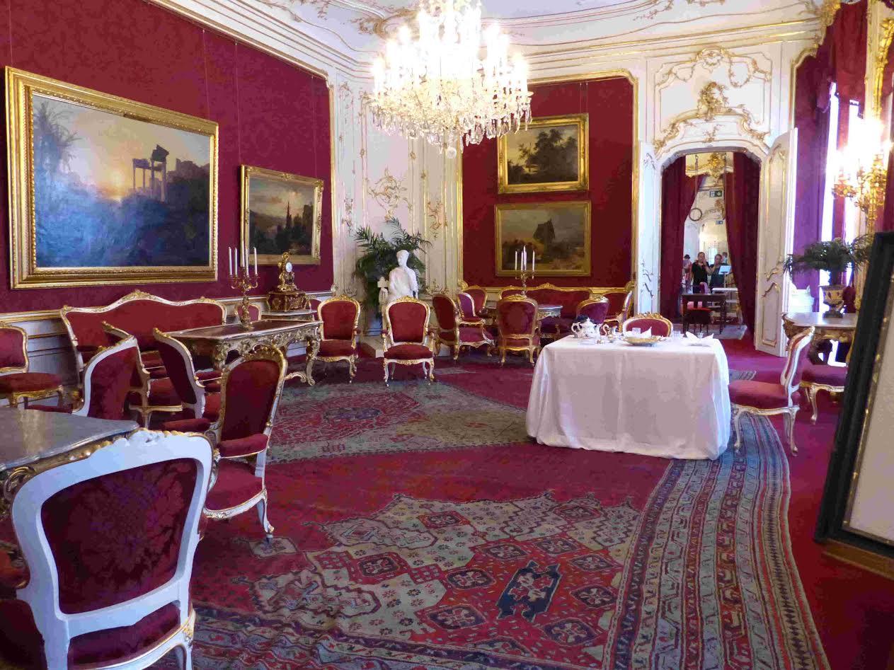 La hofburg, palais séculaire des habsbourg   noblesse & royautés