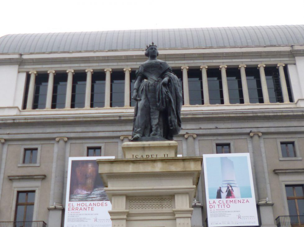 Statue de la reine Isabel II à Madrid