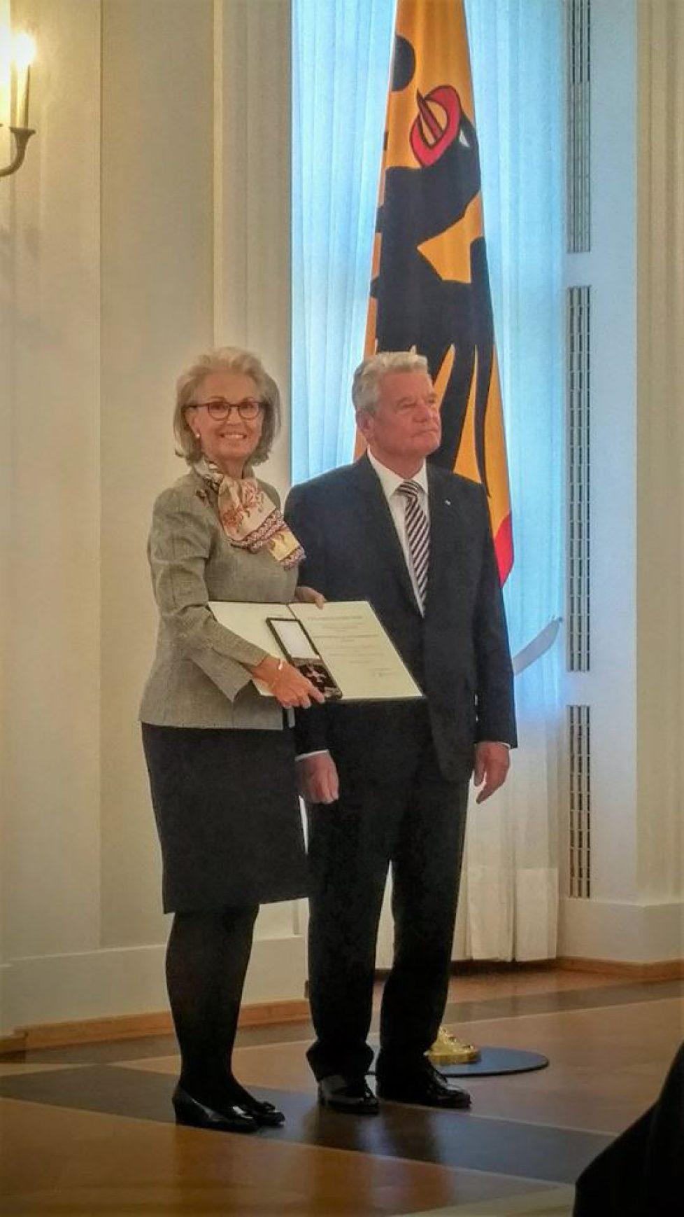 Gabriela de Sayn-Wittgenstein-Sayn reçoit la Croix du Mérite