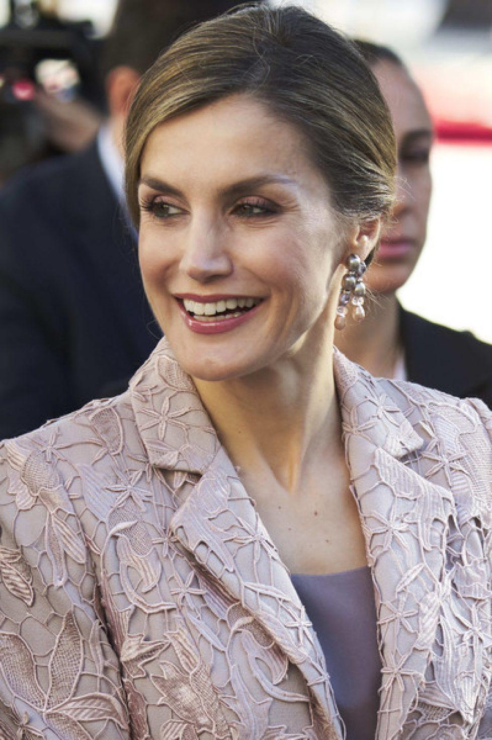 Les boucles d'oreilles de la reine Letizia