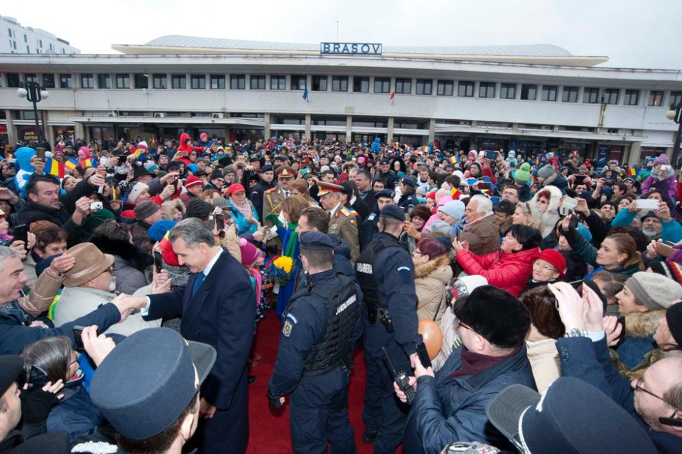 Train royal en Roumanie : enthousiasme populaire