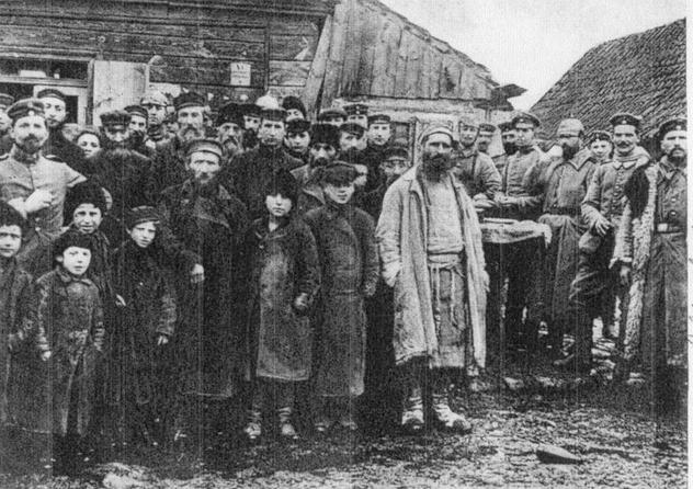 3-juifs-dans-un-shtetel-en-pologne-russe