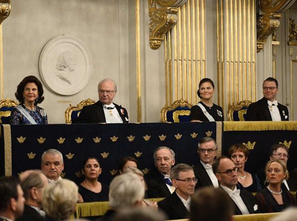 La famille royale suédoise à l'Académie de Suède