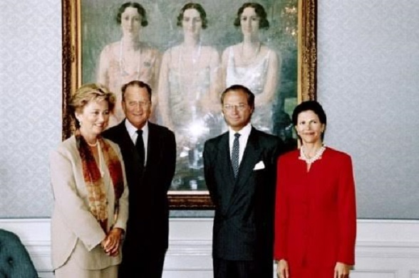 King Albert II of Belgium (2ndL) and his wife Queen Paola (L) pose with King Carl Gustaf of Sweden and his wife Queen Silvia of Sweden, at Villa Fridhem in front of a painting of Belgian Queen Astrid and her sisters Martha and Margaretha, during Belgian Royal couple visit between May 3-5, 1994, to Sweden. (Photo credit should read STRINGER/AFP/Getty Images)